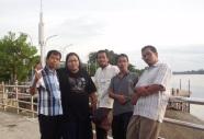 Anggota Forturga Kissparry berpose di Sekayu Water Front