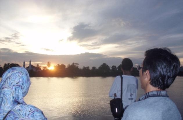 Mentari di atas sungai Musi
