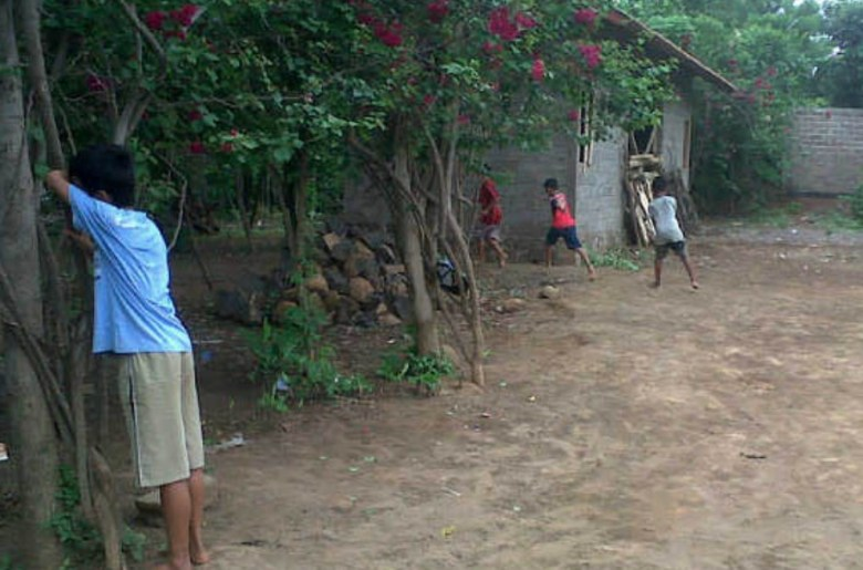 permainan tradisional Jawa Tengah - Petak Umpet atau Ucing Sumput