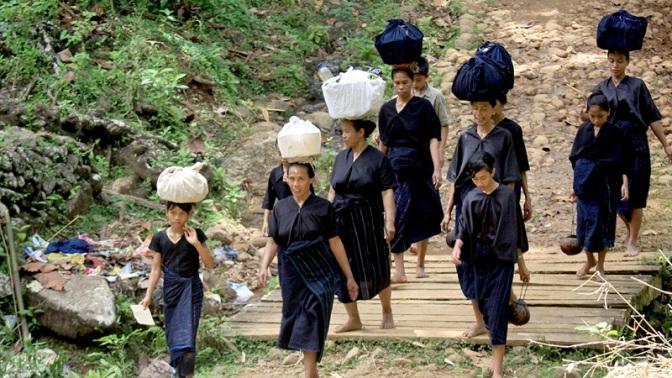 Lebih Dekat dengan Suku Pedalaman (Terasing) di Indonesia