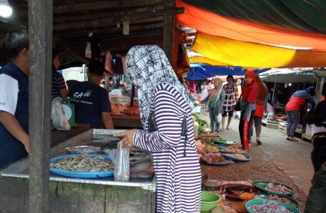 """Hiruk-Pikuk Pasar """"Talang Jawe"""""""