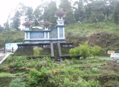 Tugu perbatasan Jawa Tengah dan Jawa Timur