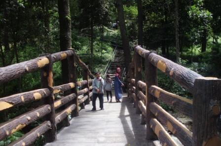 Jembatan pertama dari bawah