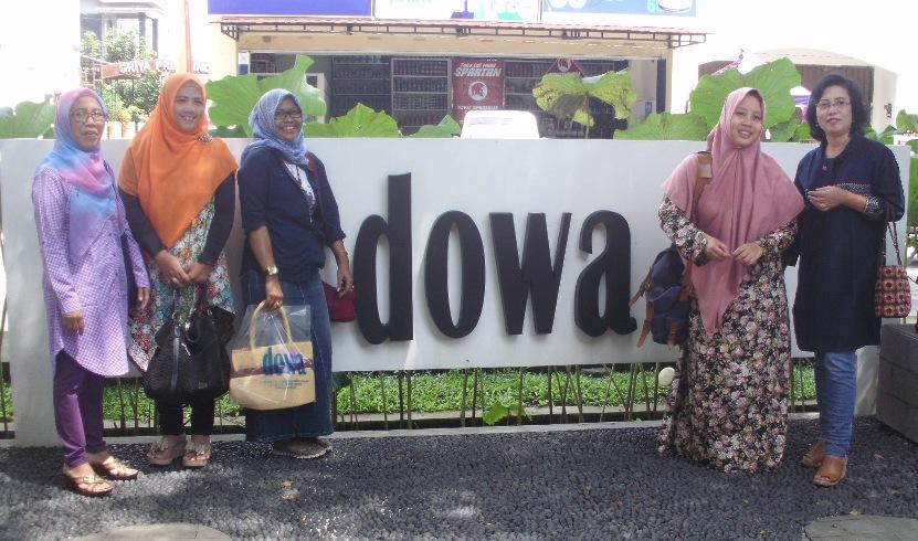 Berposes di depan Dowa