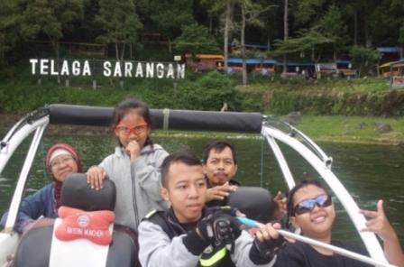 Keliling telaga Sarangan dengan speedboat