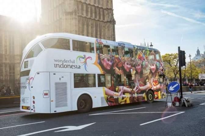 Bus dan Taksi di London Bertuliskan 'Wonderful Indonesia'