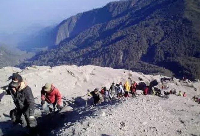 Jalur Pendakian Gunung Tertinggi di Pulau Jawa Akhirnya Dibuka Kembali