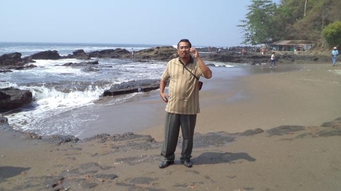 Manjakan Mata di Pantai Pelabuhanratu