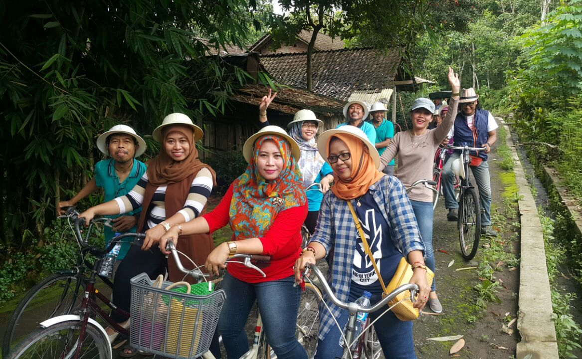 0Pose_Gowes_Borobudur_Image20180215