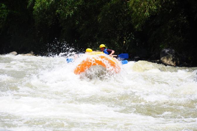 Rafting Sungai Serayu Grade 3+ yang Menantang