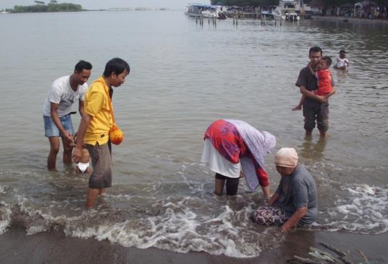 Pantai-Marina-Semarang-Berendam