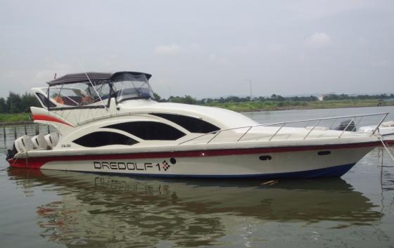Kapal di Pantai Marina Semarang