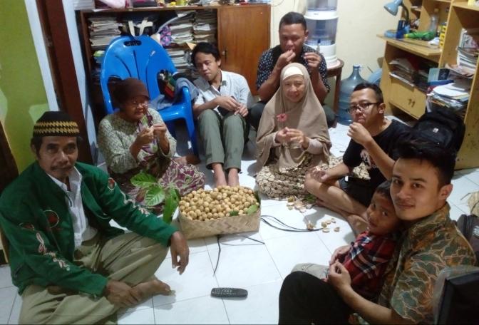 Silaturahmi Keluarga Kalikajar Purbalingga ke Kissparry Semarang