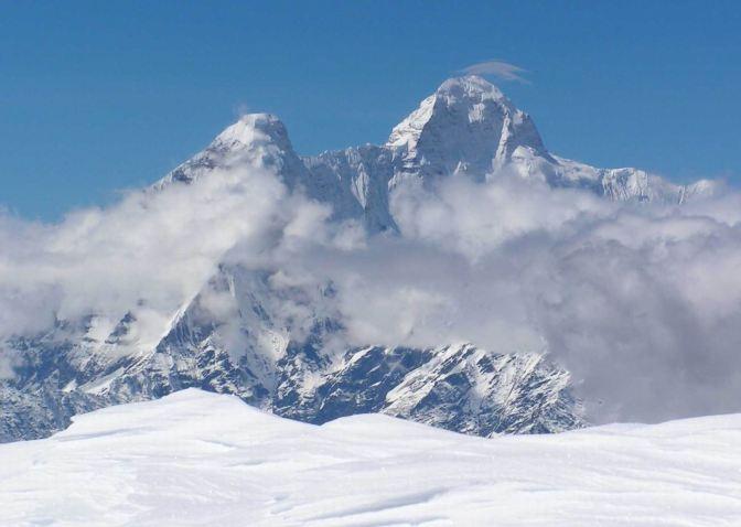 Puncak Gunung Tertinggi di Indonesia, Lokasi, dan Rute Pendakian