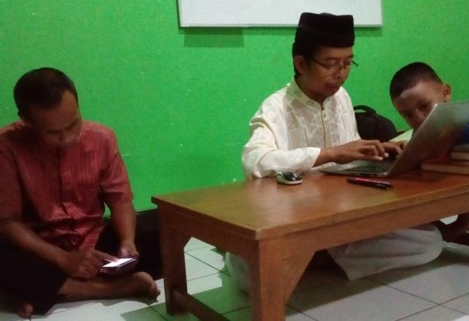 Anak itu Tidak Mau ke  Masjid karena Gatget