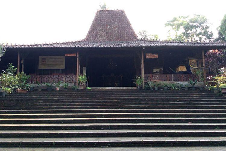 bangunan-utama-joglo-kamp-djowo-sekatul-4294179943