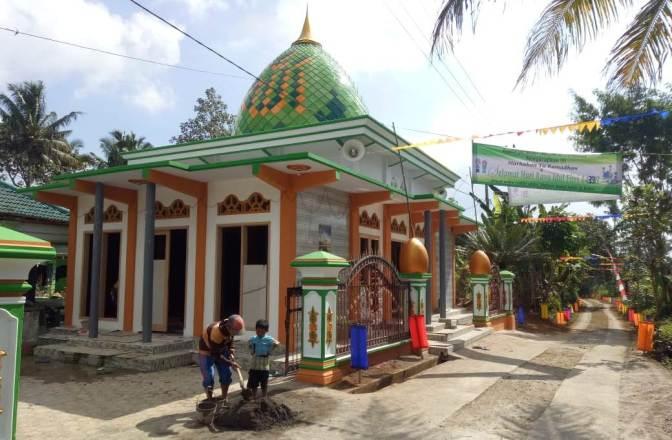 Pengerjaan Masjid Baru Jombok di atas Tanah Wakaf Keluarga Kissparry Trenggalek di Kebut