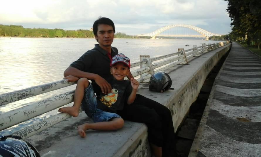 a-jembatan_kapuas_sungai_mahakam_di-Tenggarong_2018-07-29 at 203149
