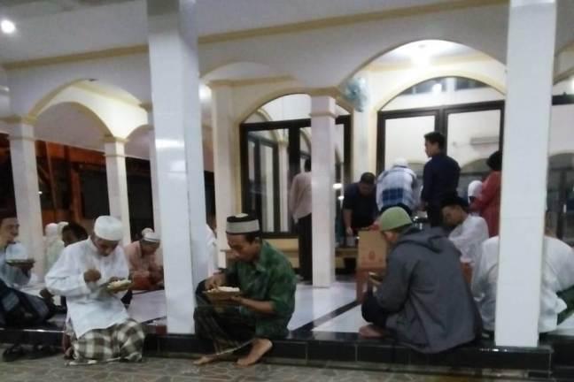 a_sahur_bersama_setelah_shalat_gerhana_2018-07-28 at 032811