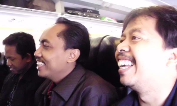 suasana-dalam-pesawat-air-asia-menuju-solo-dari-malaysia