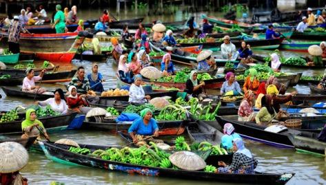 Pasar-Terapung-Sungai-Barito-Banjarmasin-HgJ05