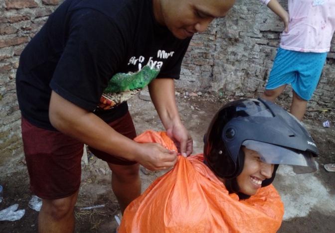 Serunya Balap Karung dan Ambil Koin di Pepaya dalam Lomba Tujuhbelasan 2018