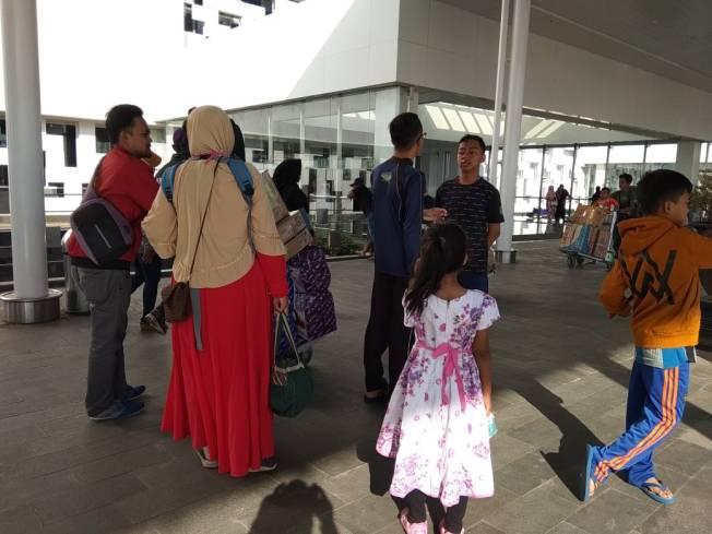 area_pintu_keberangkatan_bandara_ahmad_yani_2018-08-25 at 074651