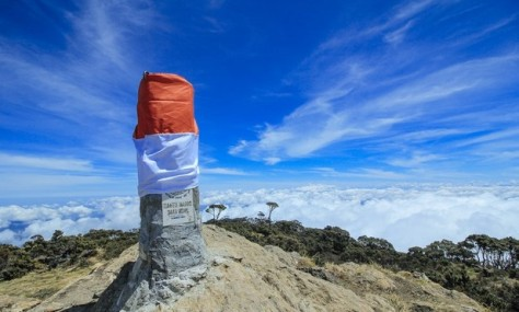 Mendaki-Gunung-Latimojong