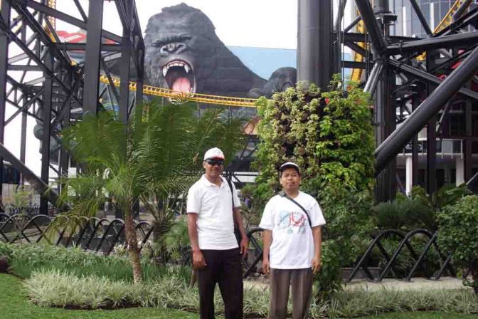 Jalan-jalan ke Trans Studio Bandung dan Angklung Ujo Tetap di Kenang