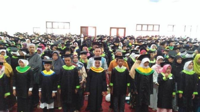 Ketua Badko TPQ Kecamatan Candisari Mewisuda Santri Lulus Ujian Bersama 2018