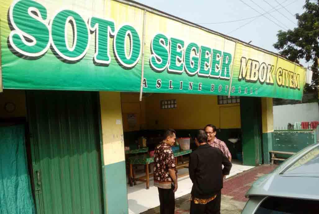 Sarapan Soto Segeer Mbok Giyem (Hj Fatimah) Ungaran Semarang, juga Nikmat