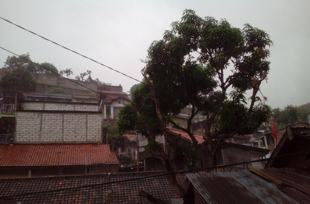 Pagi Ini Kota Semarang Gelap Mendung, Pukul 09.00 Seperti Pukul 05.15